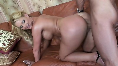 ample knockers mommy got the cum from massive fuckpole gardener when the husband is away