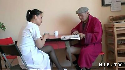 French old man Papy voyeur doing a youthful chinese nurse